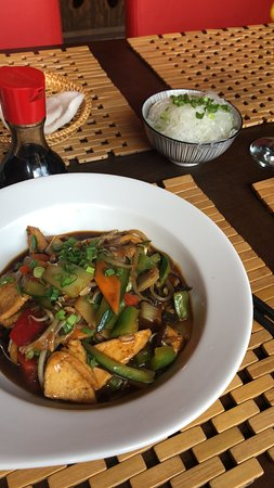 Lee's Chinese : fried tofu with vegetables and rice noodles (free)