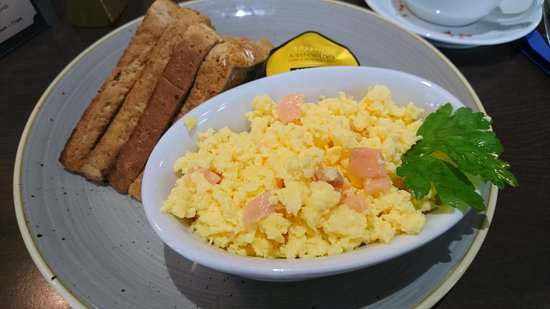 Dix-Neuf: Scrambled egg, salmon and toast