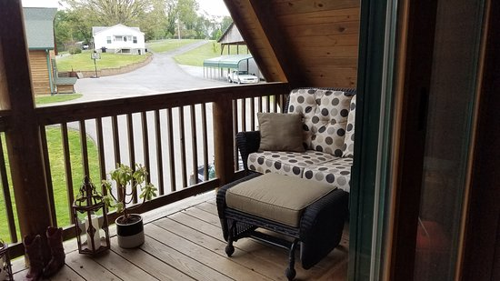 Shirley's Bed and Breakfast : Second floor porch (Private for second floor room)
