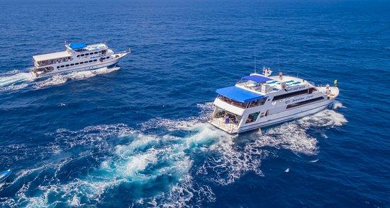 Chalong, Tailandia: MV Pawara and MV Sawasdee Fasai