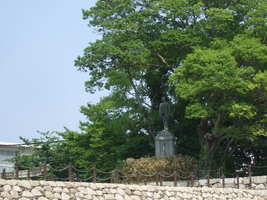 Obata Einosuke Statue