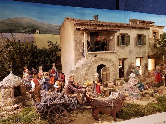 ‪Village Provencal miniature‬