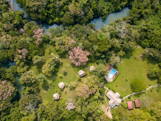 Big Falls, Belice: Aerial view of the Lodge and river