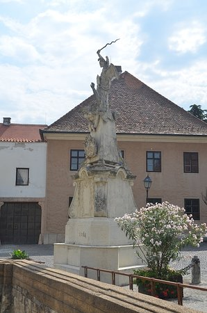 Györ, Ungarn: Statue Saint Michael
