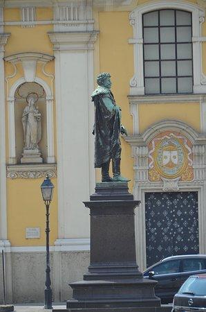 Györ, Ungarn: Statue of Kisfaludi Karoly