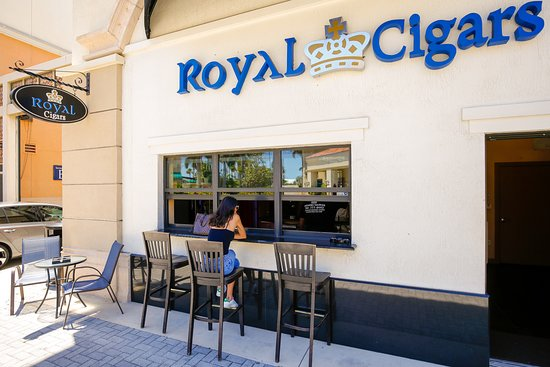 Hallandale Beach, FL: Royal Cigars