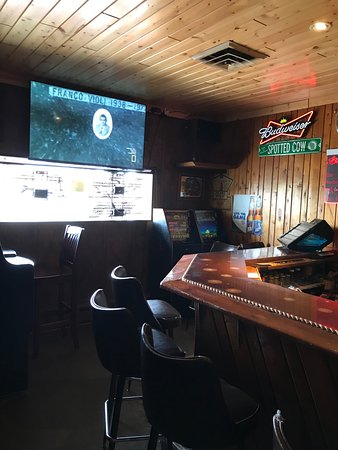 Eagle River, WI: Gaming machines available.