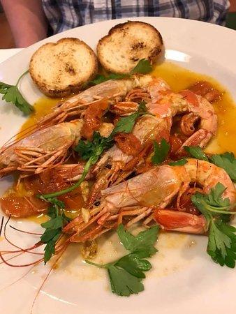 L'Isola : Grilled king prawns