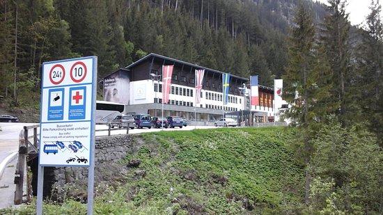 Böckstein, Austria: Die komplette Anlage von Außen