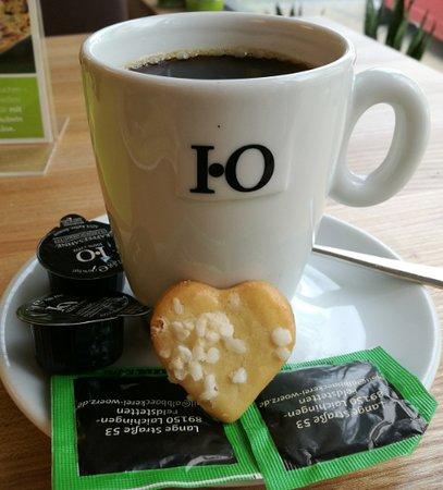 Albbackerei Worz, Cafe und Konditorei: Frühstückskaffee mit Keks