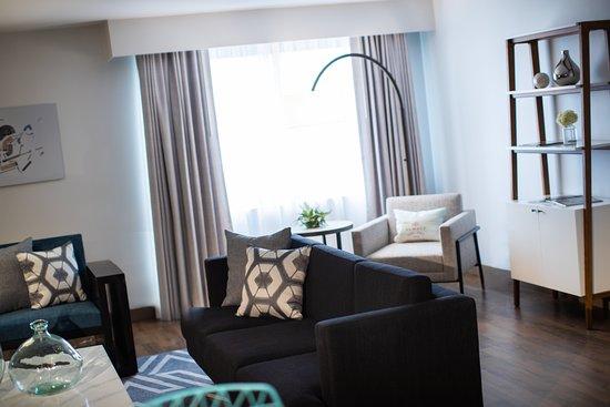 The Baronette Renaissance Detroit-Novi Hotel: Presidential Suite Living Room