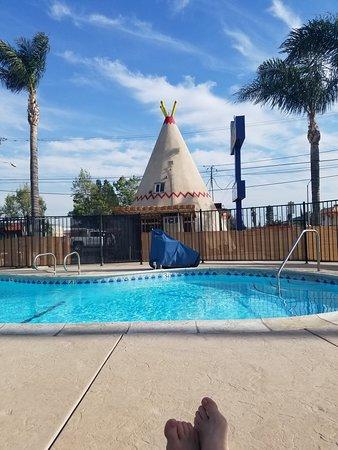 Wigwam Motel: Wigwam pool and office