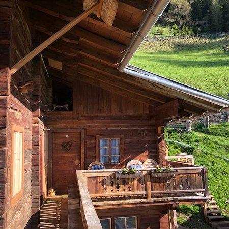 Innervillgraten, Austria: Blick auf das Haus und ins Tal