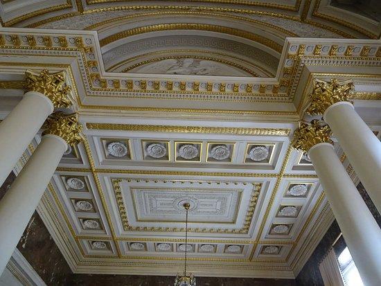 Palais des Académies: Salle de réception, plafond à caisson