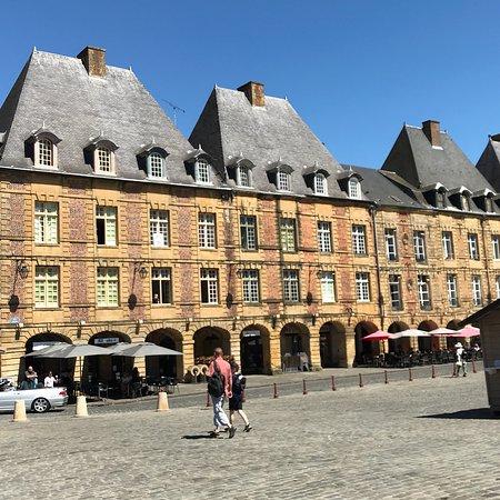 Bezoek Place Ducale