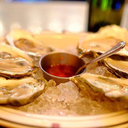 EatSmart Food Tours: Freshly shucked oysters