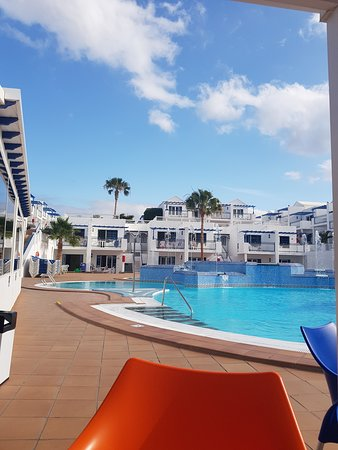 Atlantis Las Lomas: From pool bar