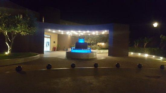 Blue Bay Resort Hotel: The hotel entrance