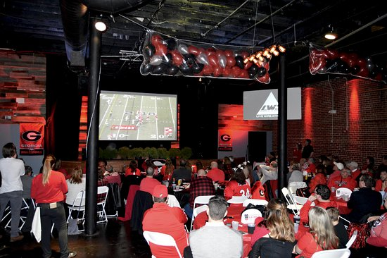 Atenas, GA: At Live Wire Athens we want you to FEEL LIKE YOU ARE AT THE GAME! Go Dawgs!