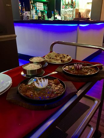 Failsworth, UK : Curries, rice and naan