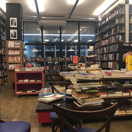Leonardo da Vinci Bookstore: photo2.jpg