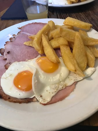 The Hostelrie at Goodrich Restaurant: Ham, egg and chips