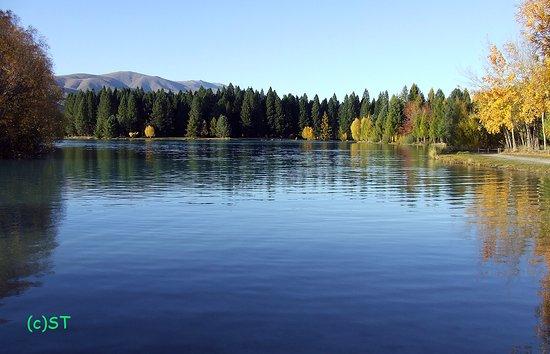 Lake Ruataniwha: Autumn scenery