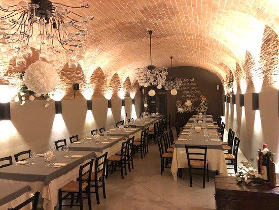 Santa Maria a Monte, إيطاليا: Una delle due splendide sale del ristorante