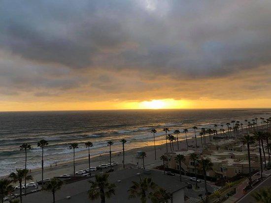 Wyndham Oceanside Pier Resort: view of sunset from 7th floor scenic room