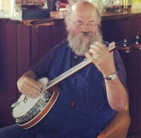 St Marys, Australien: Curator Ian Summers, playing his banjo