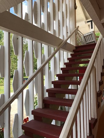 Londonderry, Вермонт: Stairs to second floor
