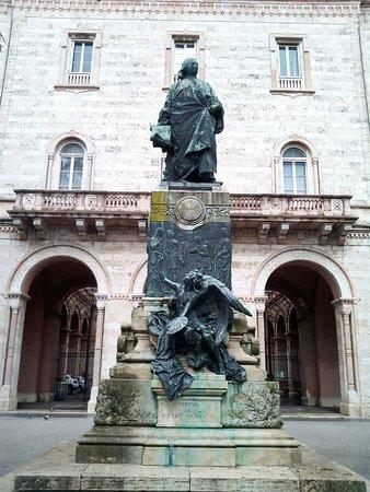 Monumento a Pietro Vannucci Detto Il Perugino