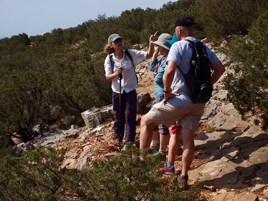 Sifnos Hiking: Anna, stopping to explain our surroundings...