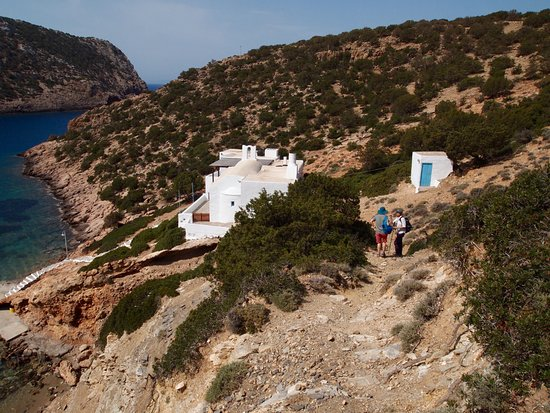 Sifnos Hiking: Secluded church on Sifnos, hiking with Anna