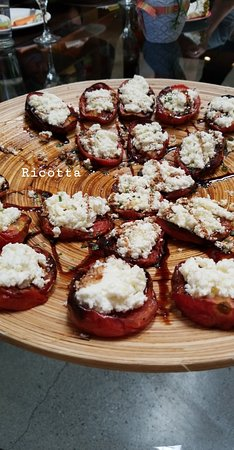 East Los Angeles, Kalifornien: Roasted tomatoes with ricotta