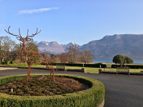 Torridon, UK: the view over the front lawn