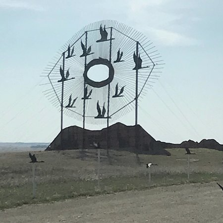 Regent, ND: Geese sculptor. It is closed off now so you can not get close to see it.