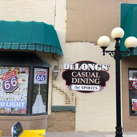 Pontiac, IL: Delongs Casual Dining