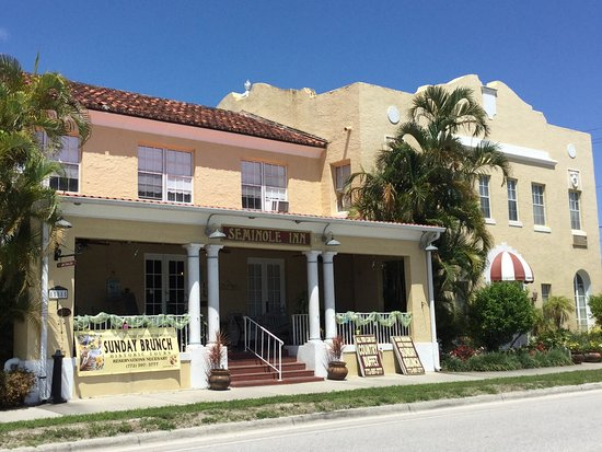 Indiantown, FL: Outside of this beautiful, historic inn