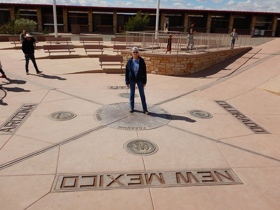 Teec Nos Pos, AZ: Four Corners Monument