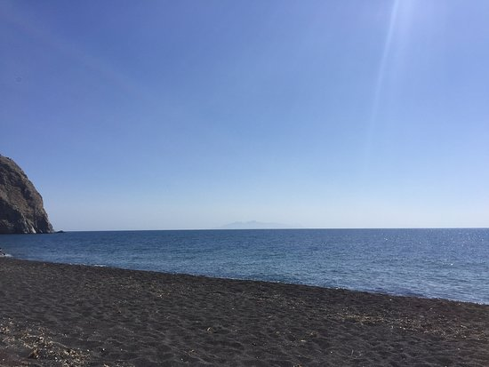 Perissa Black Sand Beach: Perissa Beach