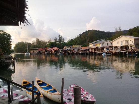 Baan Rim Nam: Decking