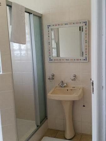Lakeside, South Africa: Room 9 - En suite bathroom