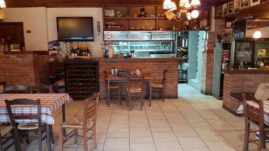 Prespes, اليونان: חדר האוכל שהוא גם מסעדה