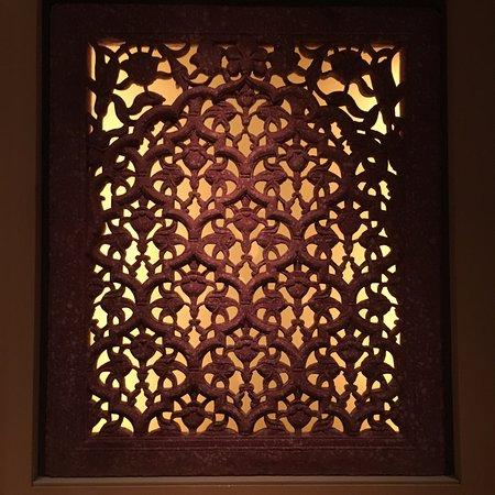 The David Collection: indisk vindue skåret i sandsten