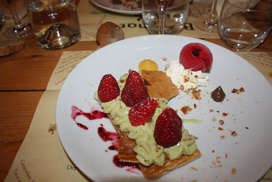 Le Bougnat: Feuilleté fraises pistache