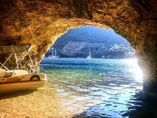 Discover Dessimi Cave Ag.Nikolaos