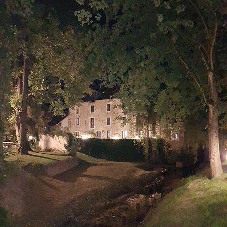 Pommeuse, ฝรั่งเศส: 20180511_223306_large.jpg