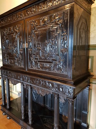 Chateau de Grignan: 20180430_142512_large.jpg