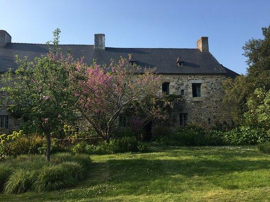 Kerbors, France : façade arrière depuis jardin